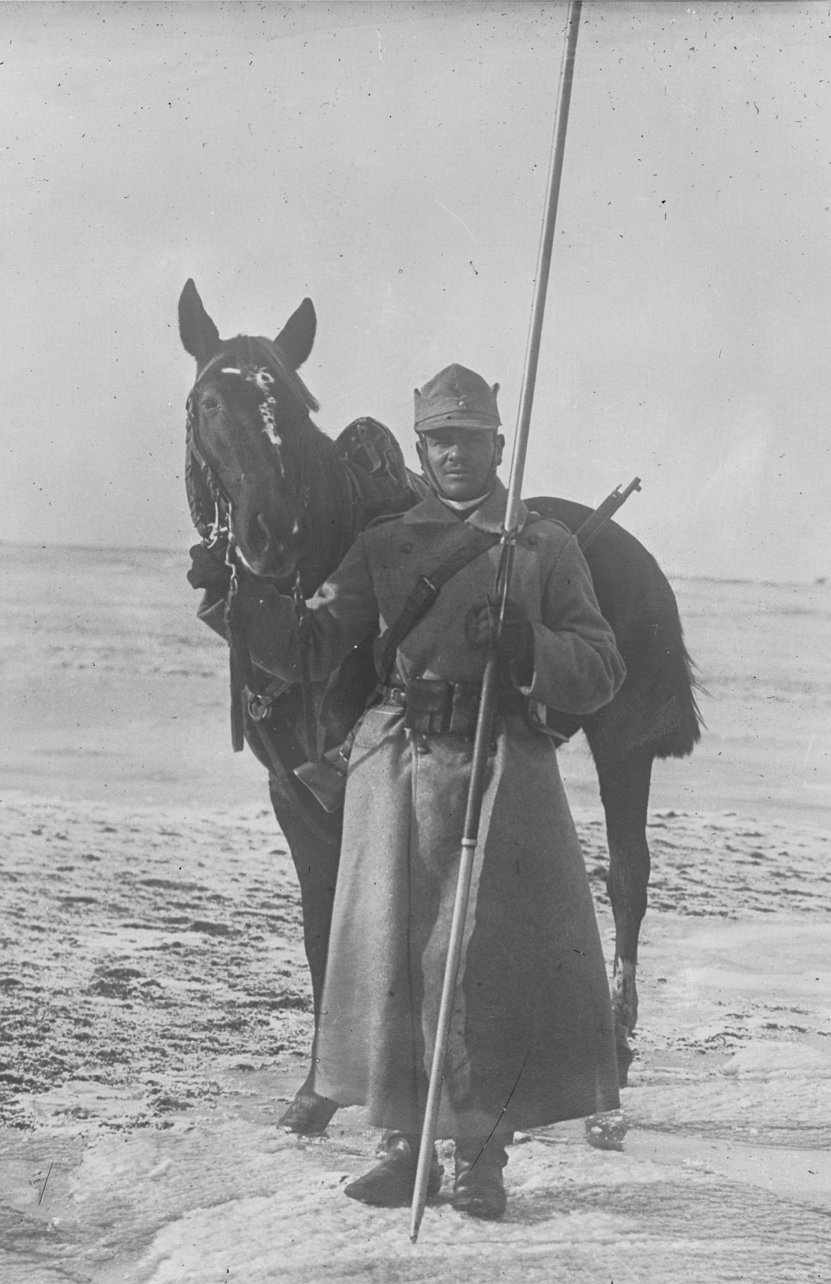 Cavalier_roumain_1916,_Agence_Roll.jpg