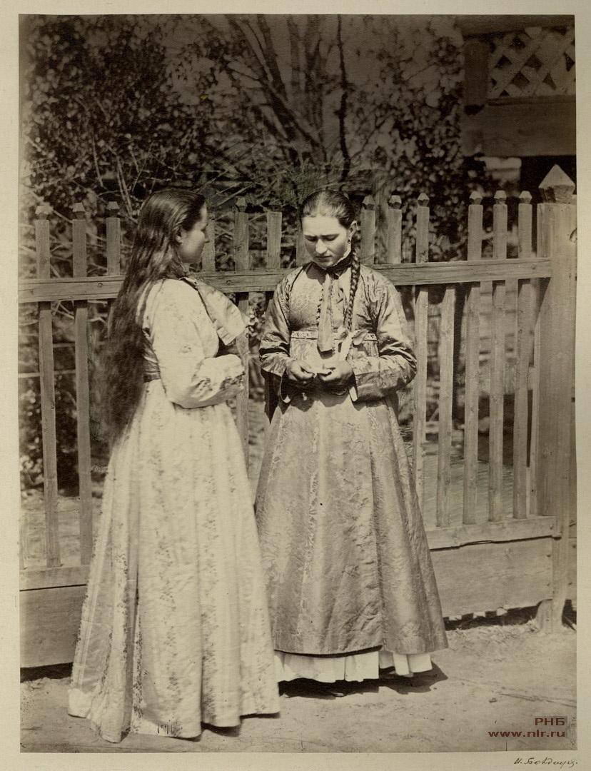 Девицы_в_кубиляках._Донской_нарядный_костюм._1875-1876